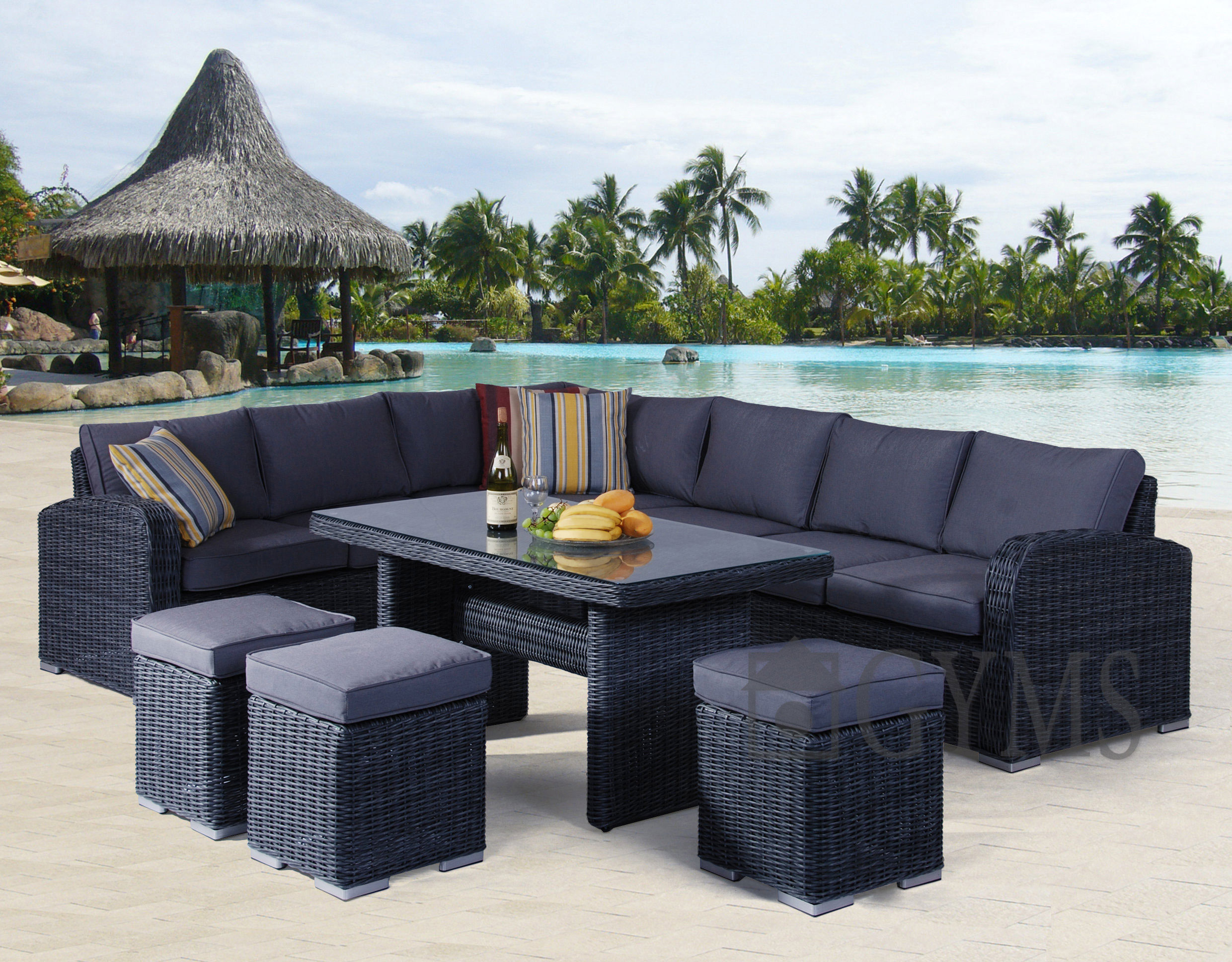 Outdoor living/dining suite